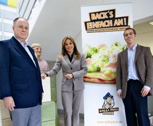 Von links nach rechts: Axel Fassbach (Inhaber Hallo Pizza!), Michaela Noll MdB und Kai A. Hamm (Justitiar Hallo Pizza!) in der Firmenzentrale Langenfeld.