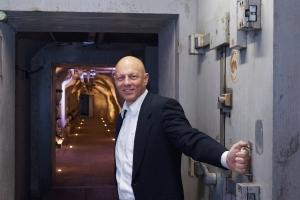 DSwiss-CEO Tobias Christen im Schweizer Bunker KMU