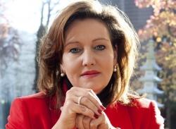 Claudia E Enkelmann Portrait_klein