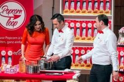 Popcornloop: V.l.: Judith Williams, Murat Akbulut und Muhammet Bolat. © VOX/Bernd-Michael Maurer