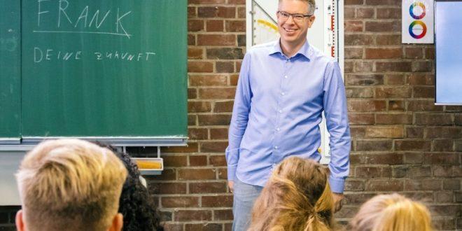 """Der Vertretungslehrer"""" mit Frank Thelen am Dienstag, den 11.12. um 22:15 Uhr"""