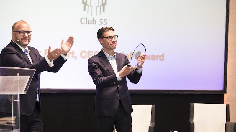 In feierlichem Rahmen und bei Standing Ovations wurde an Oliver Eckert die Auszeichnung überreicht. Foto: Wosilat Fotografie